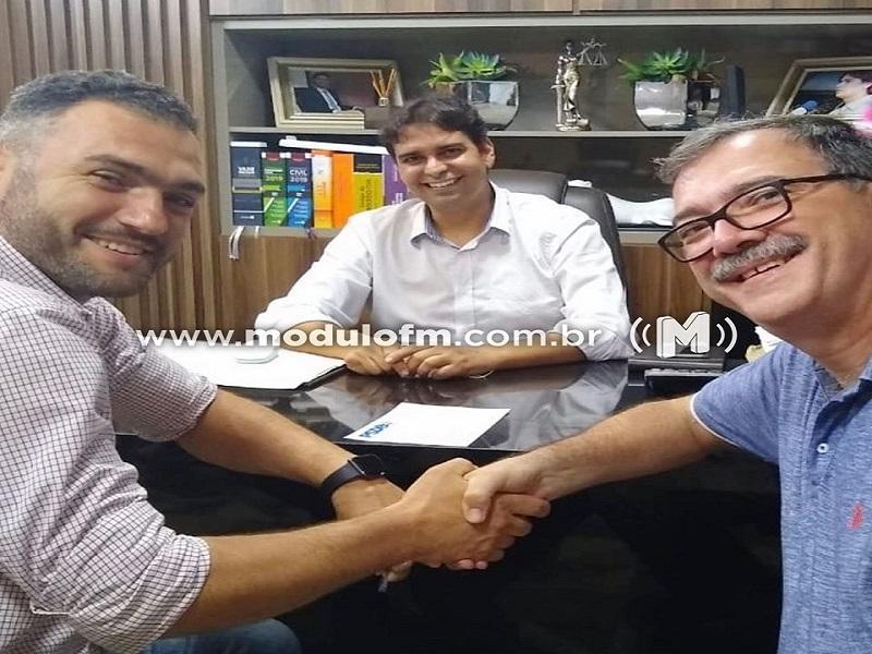 Nikolas Elias se filia ao PSDB