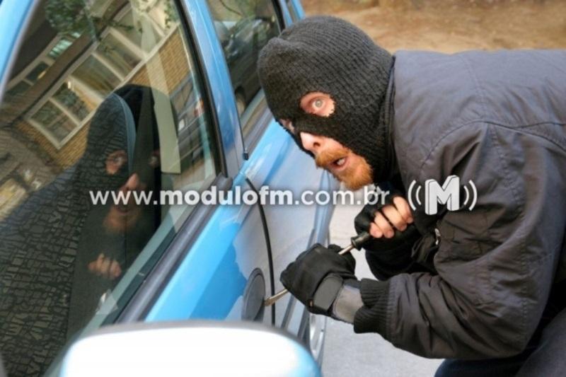 Veículo é arrombado e furtado no bairro Ouro Preto
