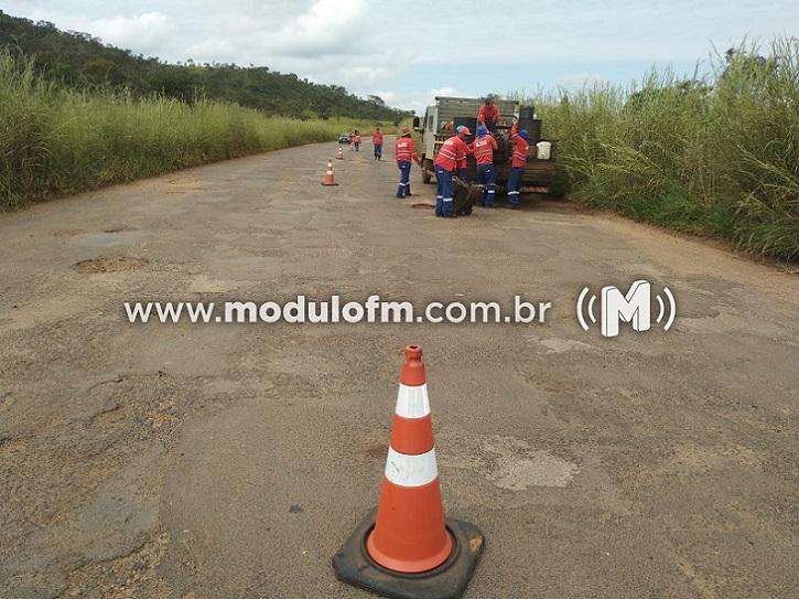 DER-MG inicia operação tapa-buracos na MG-462
