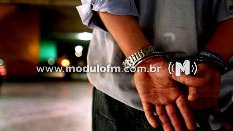Homem é preso suspeito de traficar drogas
