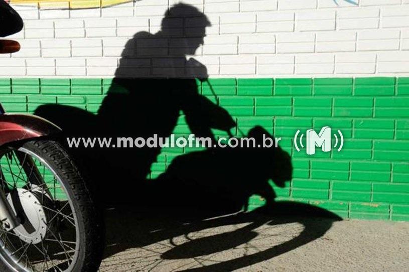 Moto é furtada no bairro Constantino