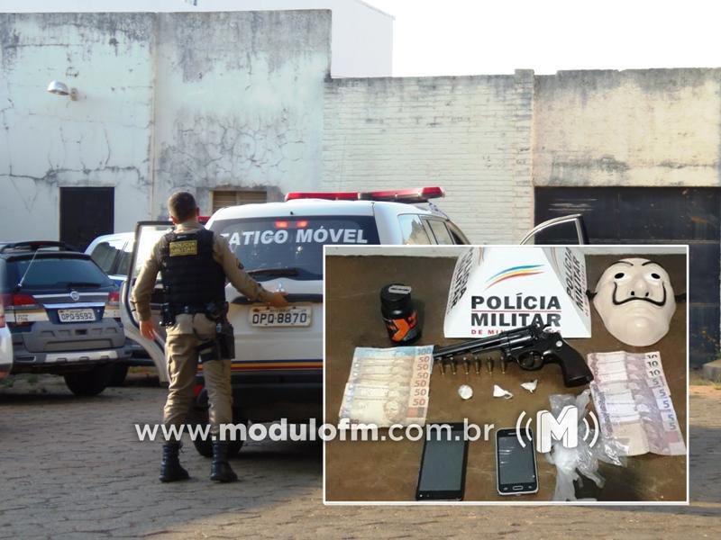 Armas e drogas são apreendidas em ação da PM contra o tráfico de drogas