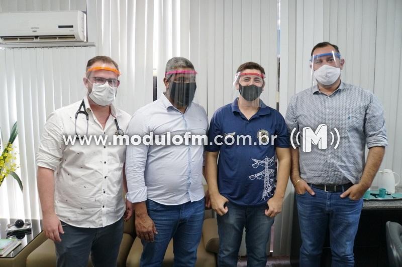 IFTM de Patrocínio entrega máscaras de proteção para Secretaria de  Saúde