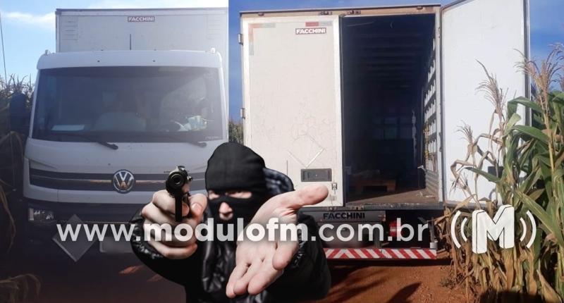 Ladrões rendem caminhoneiro e roubam defensivos agrícolas