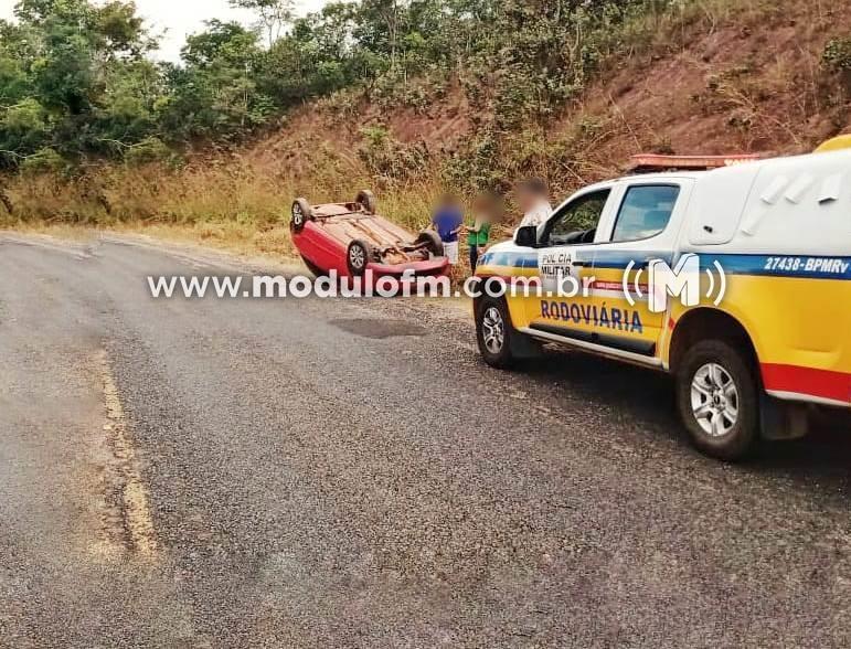 Milagre: Padre capota carro e sai ileso de acidente