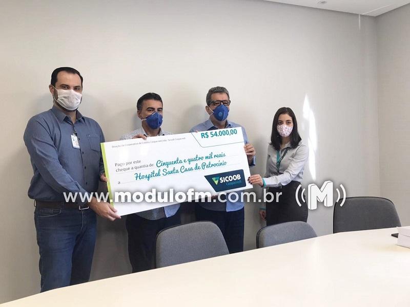 Sicoob Coopacredi repassa 54 mil reais à Santa Casa para compra de respiradores