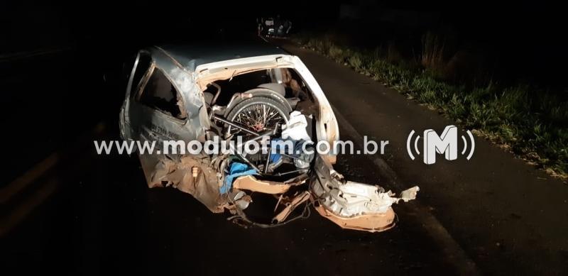 Veículo superlotado se envolve em acidente e deixa criança gravemente ferida