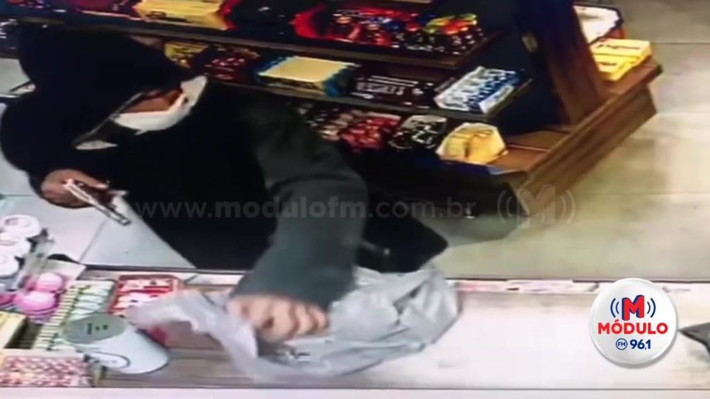 Veja o vídeo: Ladrão usa máscara contra coronavírus novamente...
