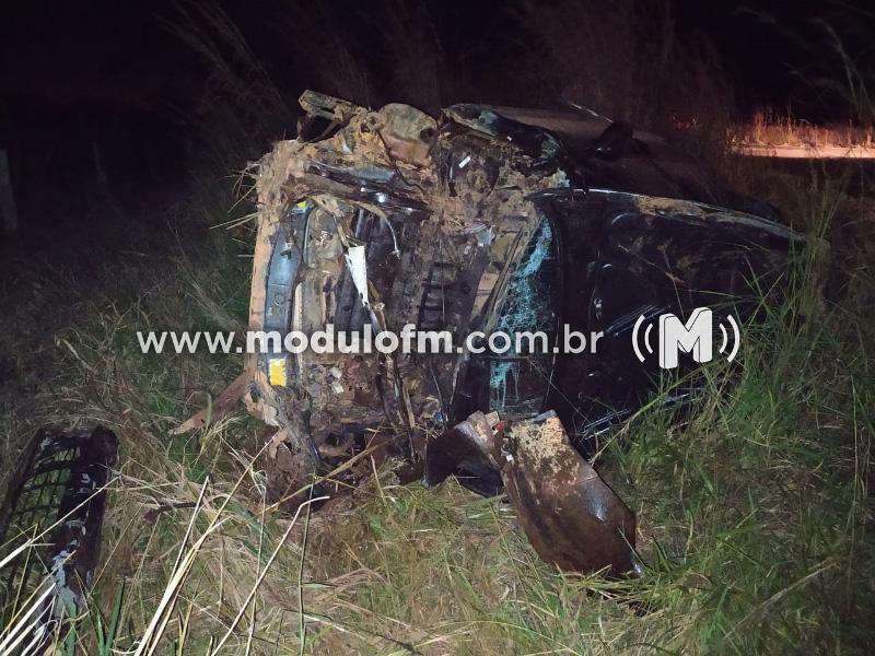 Homem capota veículo e fica gravemente ferido na MG-230