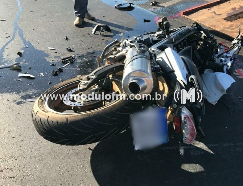 Motociclista morre após acidente com carro e motorista foge sem prestar socorro na BR-365