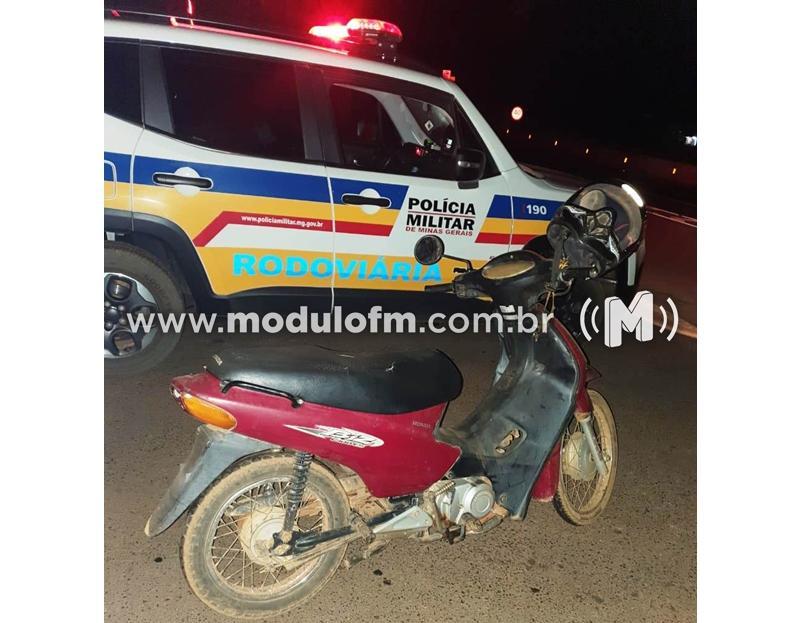 Polícia Militar Rodoviária recupera moto roubada e prende dois homens