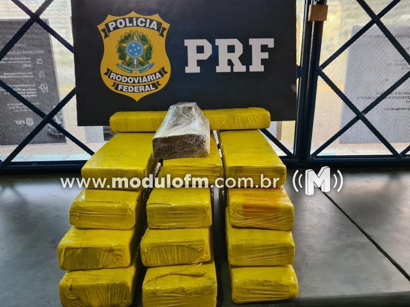 PRF prende passageiro de ônibus por tráfico de drogas