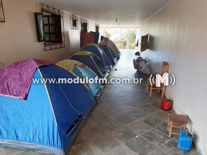 SESTRAN e Polícia Militar fecham alojamento com 30 pessoas no distrito de Salitre de Minas