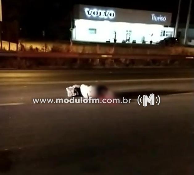 Andarilho morre após atropelamento causado por sequência de colisões...