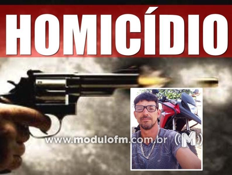 Homem é assassinado após cair em emboscada feita pela namorada em Coromandel