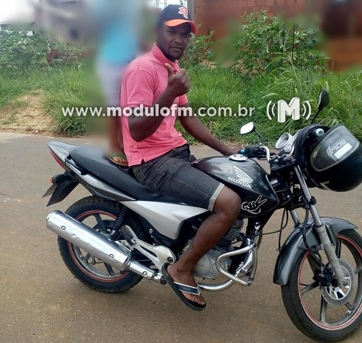 Motociclista inabilitado e com sinais de embriaguez morre ao colidir com ônibus