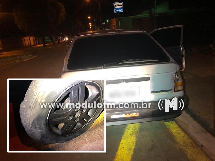 Motorista embriagado tenta atropelar PMs, que atiram em pneus...