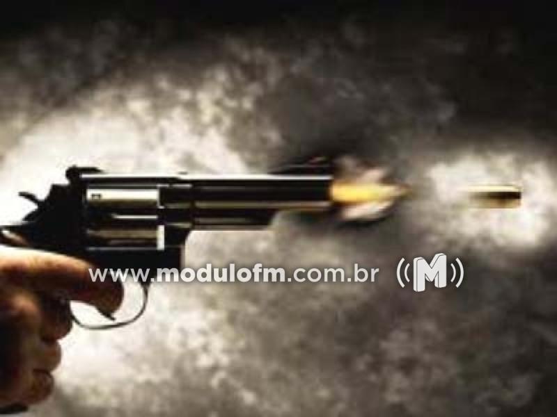PM evita homicídio e prende homem com arma de fogo