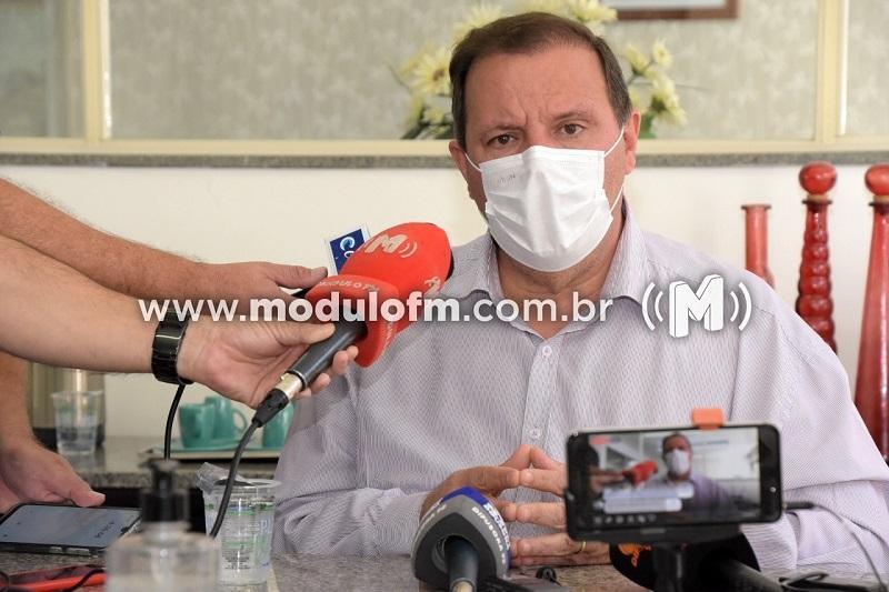 Prefeito analisa decisão do MPMG que obriga municípios a cumprirem decisões do estado de Minas Gerais sobre pandemia