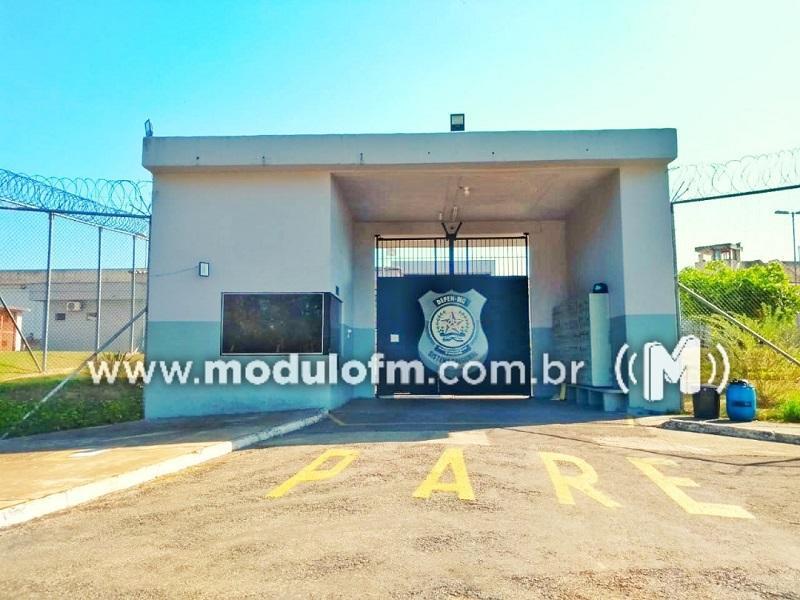 Presos não acatam ordem e são contidos durante deslocamento na penitenciária de Patrocínio