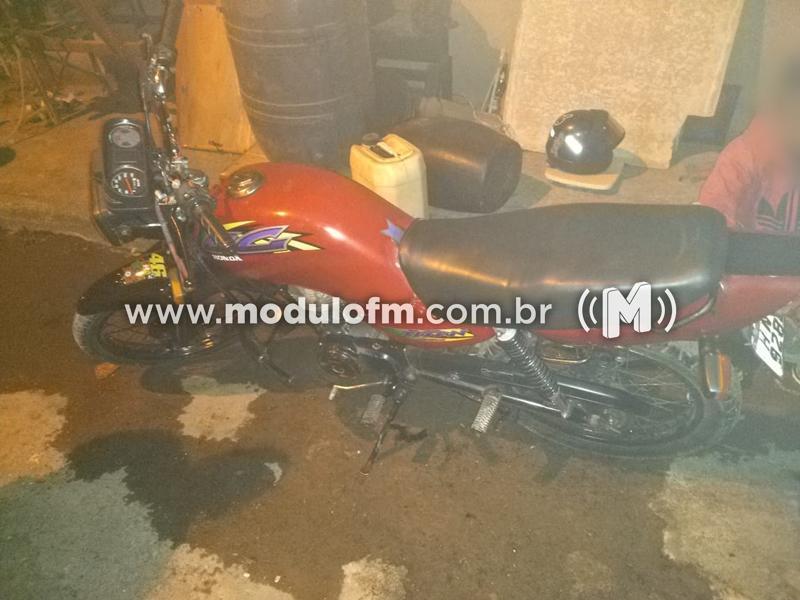 Adolescente é apreendido conduzindo moto com placa clonada