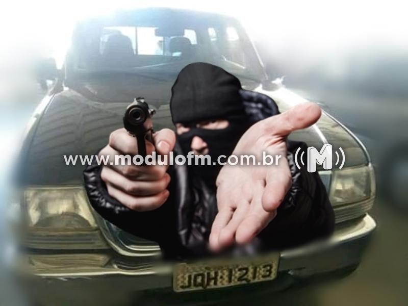 Bandidos armados invadem fazenda e levam caminhonete e pertences