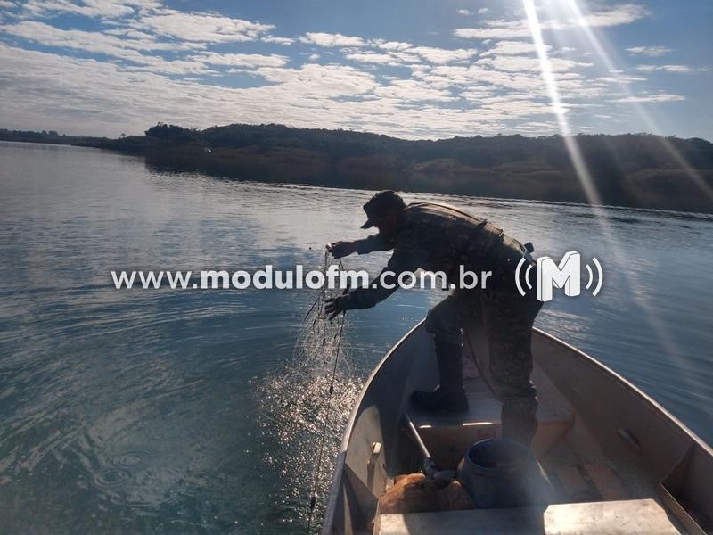 Pescador é flagrado usando petrecho proibido é preso e multado em R$ 5.567,00