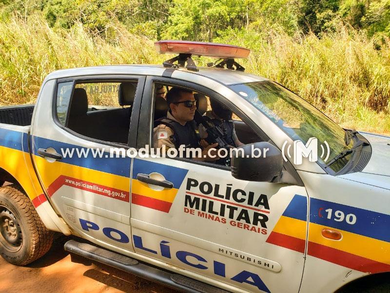 Polícia Militar encontra 1 kg de maconha escondida por traficantes