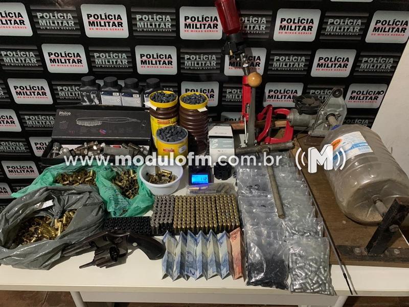 Suspeito de vender armas para indivíduos envolvidos em roubos e homicídios é preso com arsenal