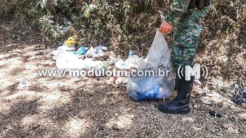Ação de limpeza da Policia Ambiental remove lixos de córregos deixados por populares