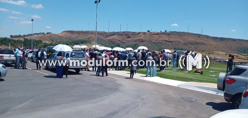 Cássio Remis é sepultado com homenagens em Patrocínio