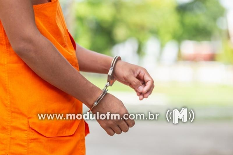 Jovem é preso após ser flagrado com porções de crack dentro da boca