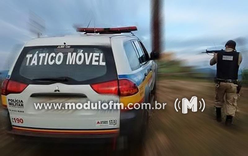 Ladrões tentam fugir da PM em veículo furtado e são parados à bala