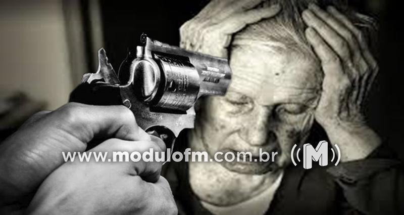 Idosa de 90 anos sofre tentativa de assalto por criminosos armados em motocicleta