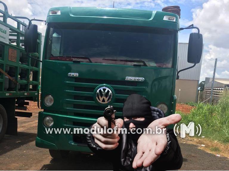 Carga de botijões de gás roubada em Uberlândia é localizada em área rural de Patrocínio