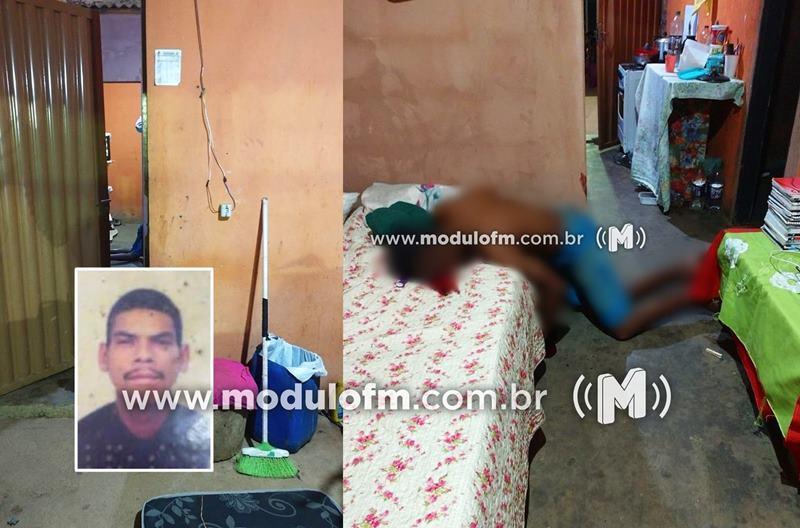 Homem é morto a tiros após ter casa arrombada em Macaúbas de Cima