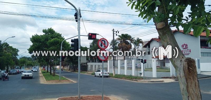 SESTRAN pede atenção dos motoristas com semáforos na Avenida João Alves do...