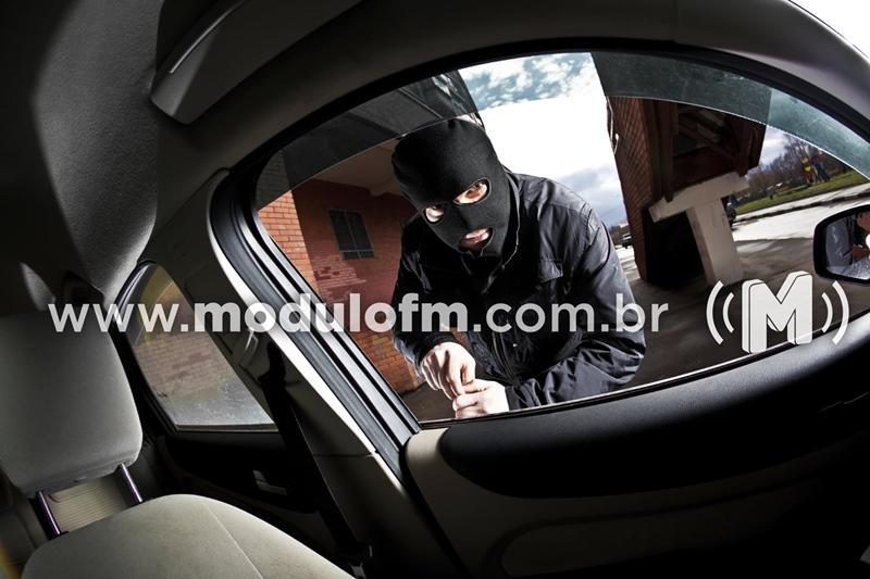 Veículo é furtado em Patrocínio