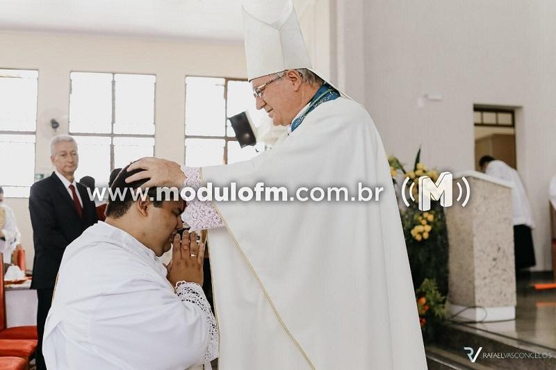 Víctor Lucas é ordenado padre em Patrocínio