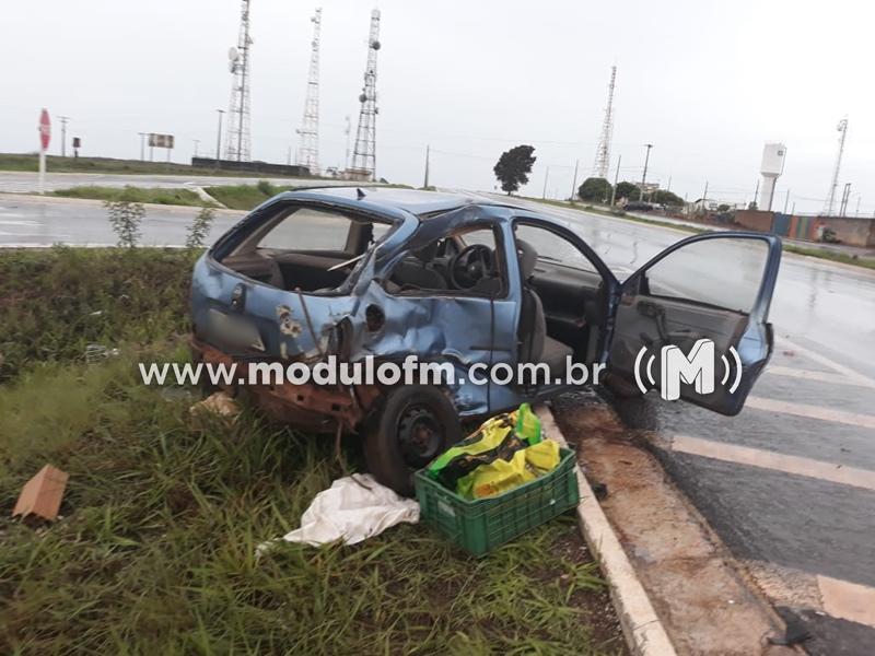 Acidente entre veículo e ônibus deixa dois feridos em Serra do Salitre