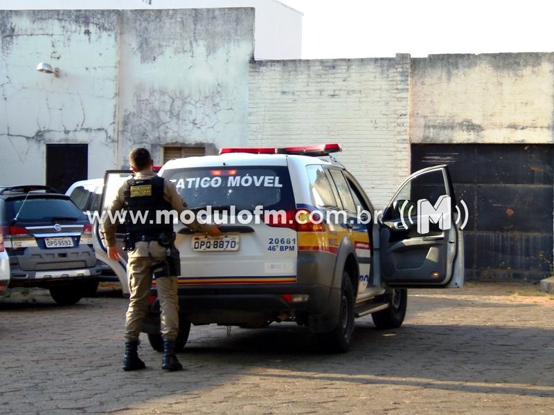 Durante prisão de foragido da justiça indivíduo é conduzido por desacatar policiais