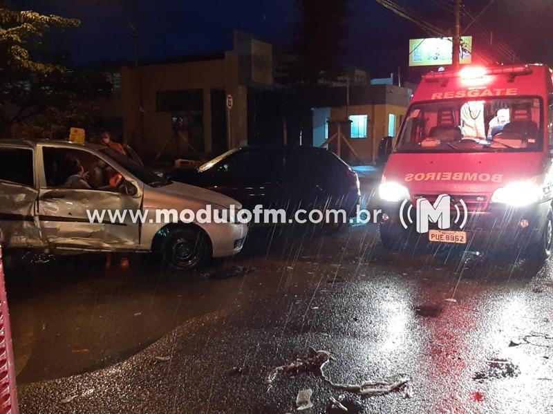 Veículos colidem e cinco passageiras ficam feridas, dentre elas uma grávida