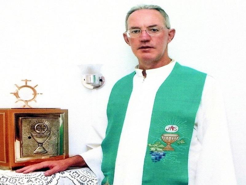 Padre Rui César segue em boa recuperação da Covid-19,...