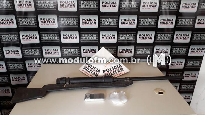 PM prende autor por posse de réplica de arma...