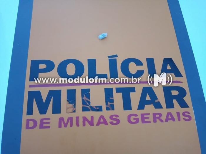 Policia Rodoviária apreende maconha com homem à beira da...
