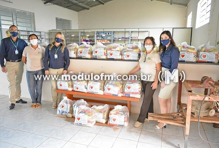 Sicoob Coopacredi finaliza campanha Fome de Cooperação e doa...