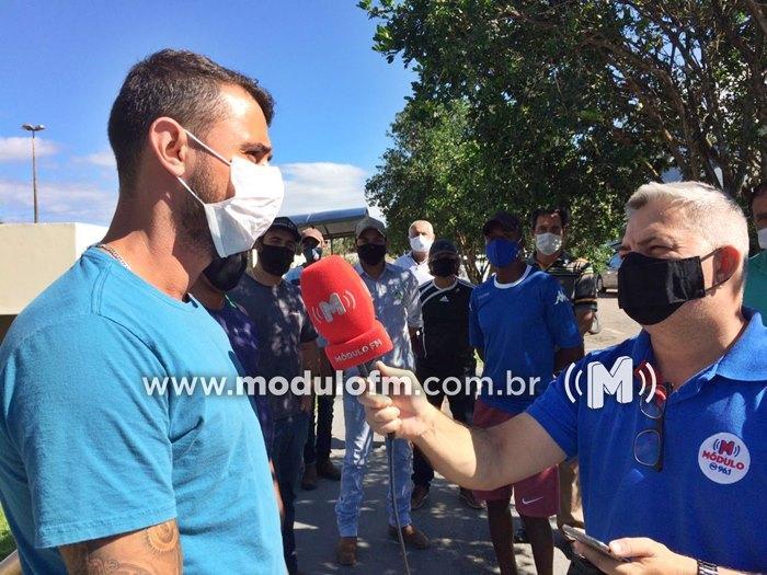 Grupo de proprietários de Lava Jato pede reabertura em frente à Câmara Municipal de Patrocínio