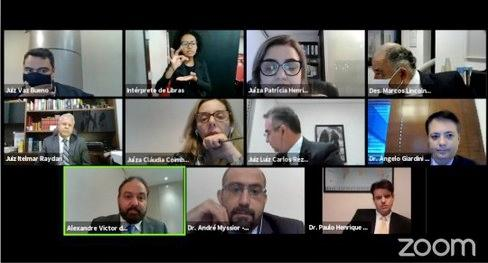 Sessões da Corte Eleitoral passam a contar com intérpretes...