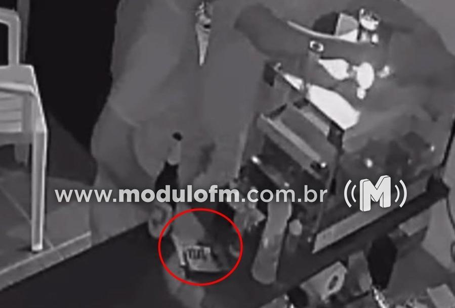 Veja o vídeo: Policial Militar é flagrado por câmeras furtando dinheiro em bar na cidade de Guimarânia