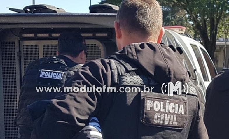 Motorista tenta fugir da polícia, quase atropela motociclista, mas acaba preso em Patrocínio